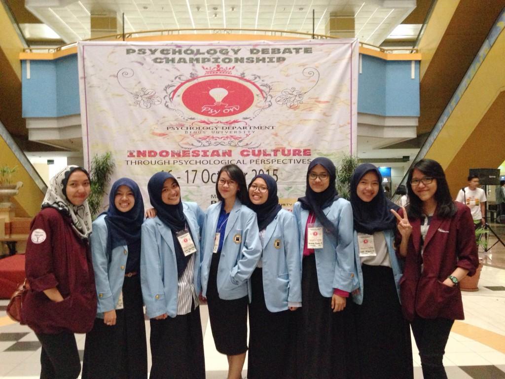 JAKARTA - Para peserta debat dari Fakultas Psikologi Universitas Islam Bandung.